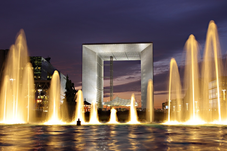 Grande Arche De La Defense Et Fontaine