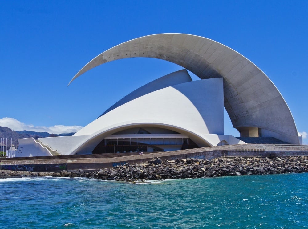 20 Extraordinary Buildings Around The World 08